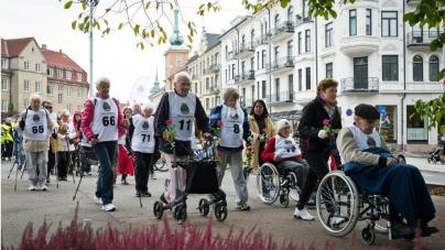 """""""Bastonlu Yarış"""" Sayesinde Oslo'da Yaşlılar Hem Eğleniyor Hem de Sokağa Çıkıyor"""