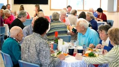 Avustralya'nın Clarence Kenti Yaşlıları Sağlıklı Yemekle Bir Araya Getiriyor