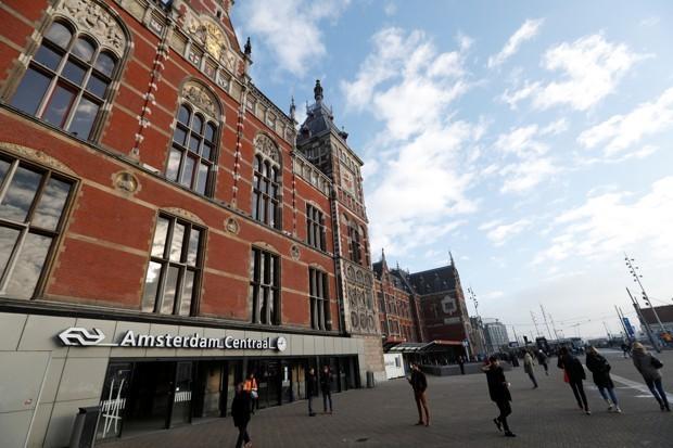 Yeni hızlı tren servislerinin son durağı, Amsterdam Merkez İstasyonu. Yves Herman/Reuters